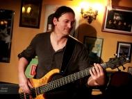 Yasi Hofer & Band